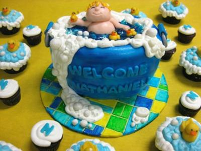 picture of bath cake and cupcakes