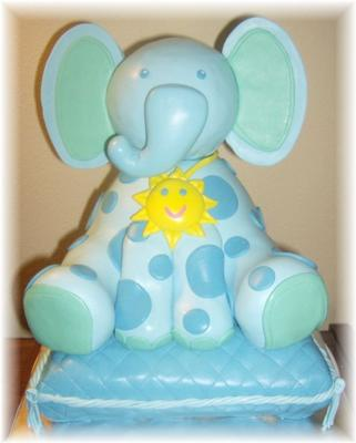 picture of an elephant jungle cake