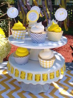 picture of yellow dandelion baby shower cupcakes