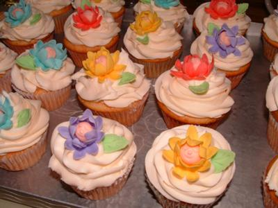 picture of baby shower flower cupcakes