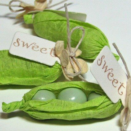 picture of pea in a pod favors