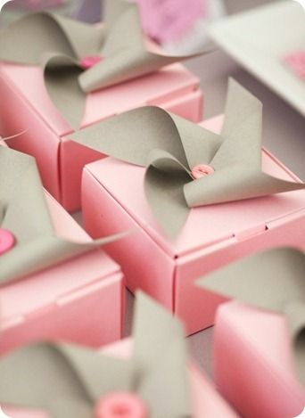 picture of pinwheel favor boxes