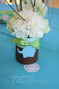 picture of a jungle baby shower flower centerpiece