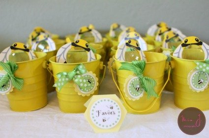 picture of bee baby shower favors