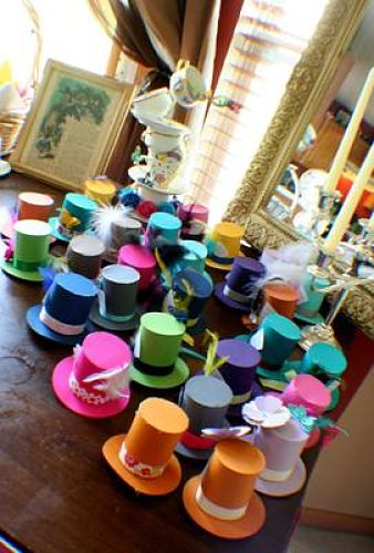 picture of Alice In Wonderland party hat favors