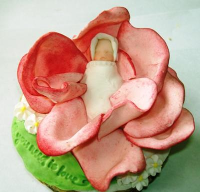 picture of flower baby shower cupcakes
