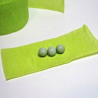 picture of instructions for making pea in a pod favors