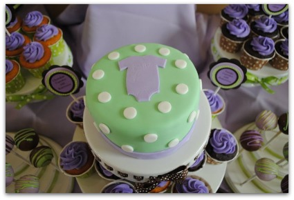 picture of a sip n see baby shower cake